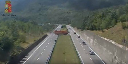 Tir conversione U autostrada A15