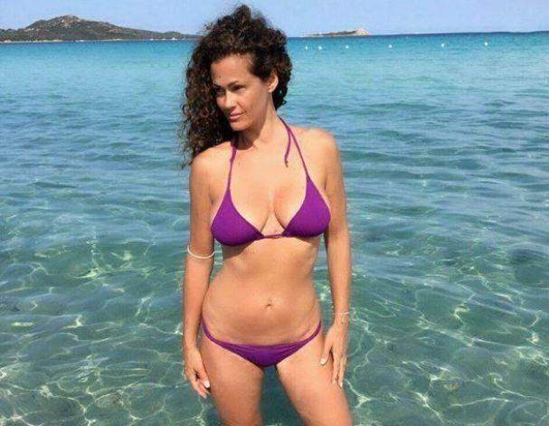 Samantha De Grenet foto sexy al mare