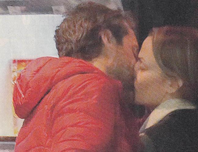 Emma Winter, dopo Agnelli bacia l'ex della Caldonazzo