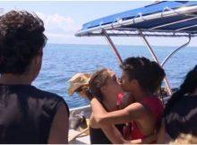 Isola dei Famosi, Moreno e Malena saluto con bacio in bocca