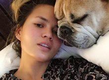 Chrissy Teigen depressa, il dopo parto della modella è pieno di farmaci