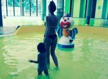 Michela Quattrociocche, bikini in piscina per la moglie di Aquilani