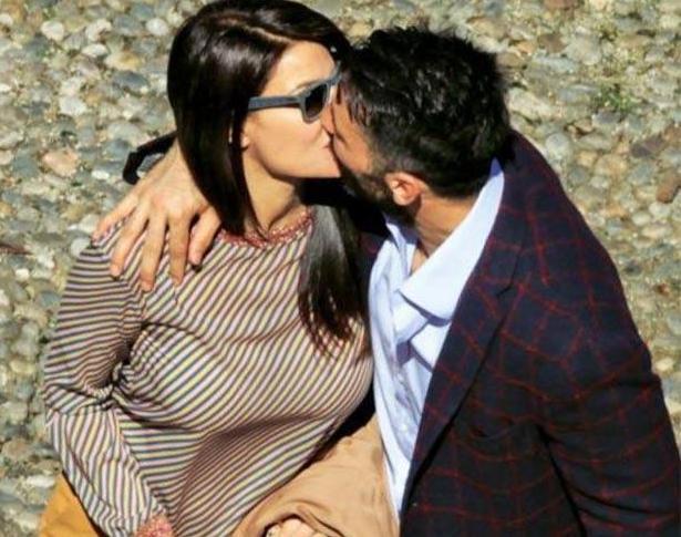 Ilaria D'Amico-Buffon, baci da innamorati alla luce del sole