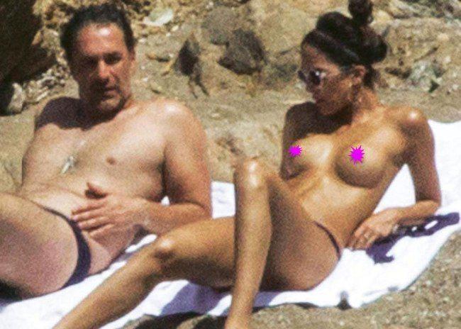 Raoul Bova, mare bollente: il bikini di Rocio Munoz vola via